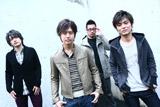 11月26日にメジャーデビューした4人組ロックバンド・Peaky SALT(ピーキーソルト)の(左から2番目が)ユウ
