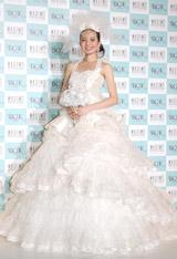 バレリーナをイメージしてデザインされたウェディングドレス