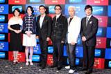 会見には、グラミー賞中継で現地レポーターを務めるミュージシャンのSoulja(右から2番目)、生中継番組の司会を務める八木亜希子(左端)とジョン・カビラ(右端)も顔をそろえた