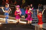 1日に横浜アリーナで行われた『エルダークラブ卒業記念ライブスペシャル』最終公演(右が辻希美)