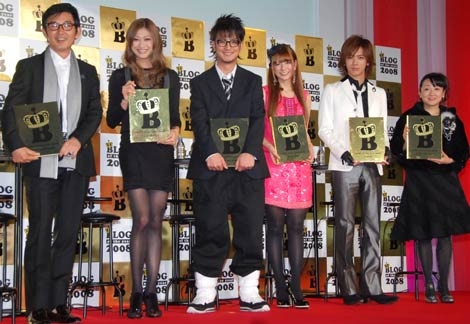 『BLOG of the year 2008』を受賞した、(左から)石田純一、山田優、上地雄輔、スザンヌ、DAIGO、エド・はるみ