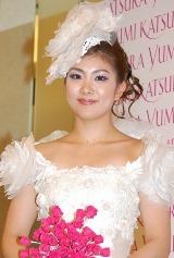 『桂由美グランドコレクション』で4シーンの衣装を披露した潮田玲子