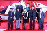 前段左から海堂尊、堺雅人、竹内結子、阿部寛、中村義洋監督、後段左から高嶋政伸、羽田美智子、貫地谷しほり