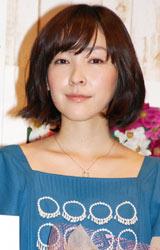 映画「おと・な・り」完成披露記者会見に出席し、舞台あいさつを行った麻生久美子