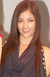 映画「昴」の完成披露試写会に出席し、舞台あいさつを行った黒木メイサ