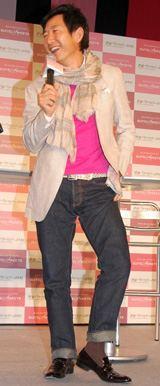 あの石田純一が靴下を履いた!