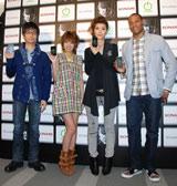 コナミ『METAL GEAR SOLID TOUCH』プレス向け発表会に出席した(左から)小島秀夫監督、南明奈、渡邊靖予プロデューサー、ダンテ・カーヴァー