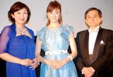 映画『BABY BABY BABY!』の舞台挨拶に登壇した(左から)松下由樹、観月ありさ、両沢和幸監督