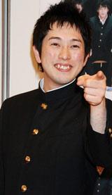 初書籍『スクールデイズ』発売記念記者会見に出席したフルーツポンチ・亘