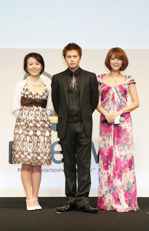 (左から)杉田かおる、市原隼人、飯島直子