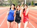 代表選手としてコメントした3人の人気グラドル。左から一戸愛子、立花彩野、小田あさ美。