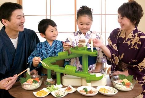 家庭のテーブルで楽しめる小型サイズ