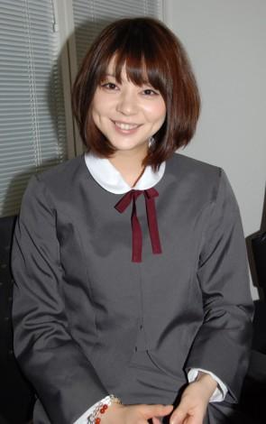 学生服姿の芳賀優里亜さん