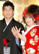 昨年10月、挙式後の会見で妊娠を発表していた井上康生・東原亜希夫妻