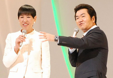 リーブ21主催『第9回発毛日本一コンテスト』に出席した和田アキ子と島田紳助(C)ORICON DD inc.