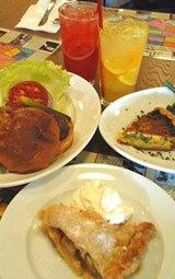 (左から時計回りに)バビーズバーガー850円、アップルパイ600円、アスパラガスとチェダーチーズのパイ1100円 (C)ORICON DD inc