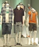 男性用には490円・100柄のTシャツ、ハーフパンツなどを投入 (C)ORICON DD inc.