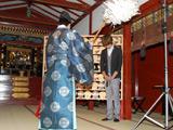 『父の日健康祈願』イベントに出席した杉浦太陽の祈祷の様子(C)ORICON DD inc.