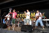 逗子海岸の夏季限定ライブハウスが5周年。初日のステージを飾ったキマグレンとゆず