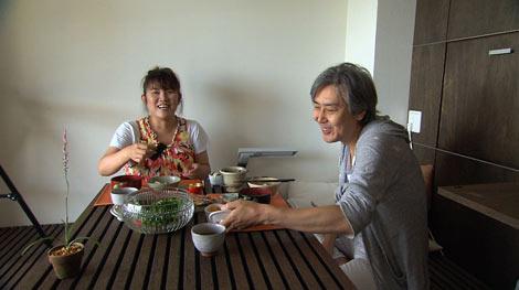 19日放送のドキュメンタリー番組『ソロモン流』に登場する山田邦子(左)と、夫の後藤史郎さん