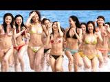 水着美女100人がビーチに集結する『ザ・コラーゲン』新CM