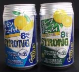 西友の高アルコール88円チューハイ『Great Value ストロング』(左から「レモンチューハイ」、「グレープフルーツチューハイ」)