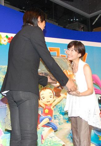 DVD『スティッチ!』テレビCMナレーション収録に参加した、島袋寛子 (C)ORICON DD inc.