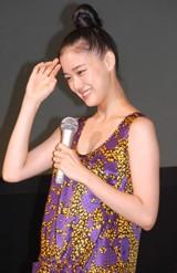 『LGジャパンモデル』テレビCM記者発表会で、質問の答えに悩む蒼井優 (C)ORICON DD inc.