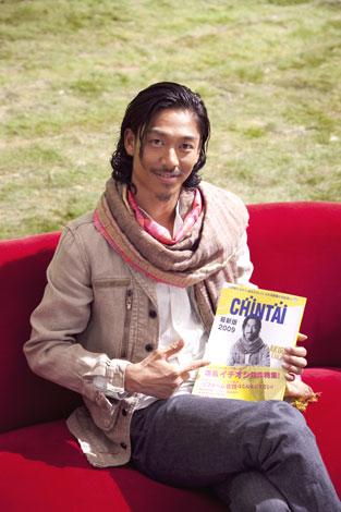 CHINTAIの新CMに出演しているEXILE・AKIRA