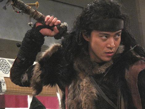 映画『TAJOMARU』で多襄丸を演じる小栗旬(C)2009「TAJOMARU」製作委員会