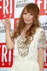 写真誌『FRIDAY』の公開表紙撮影を行った、中川翔子 (C)ORICON DD inc.