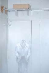 """天井から""""白い粉""""が降ってくる王道ドッキリの餌食にあう出川哲朗 (C)ORICON DD inc."""
