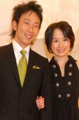 2007年2月に結婚会見を行ったモンキッキーと山川恵里佳 (C)ORICON DD inc.