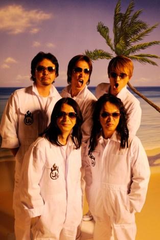 ユニコーン(後列左から、奥田民生、阿部義晴、川西幸一、EBI、手島いさむ)