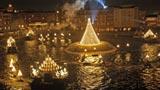 東京ディズニーシーのイベント『ハーバーサイド・クリスマス』の人気水上ショーイベント「キャンドルライト・リフレクションズ」 (C)Disney