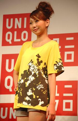 2柄6種類で展開されるミッキーアンドミニーグラフィックTシャツ・半袖(1500円) (C)ORICON DD inc.