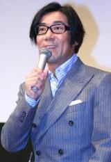 映画『キラー・ヴァージンロード』試写会前舞台あいさつに参加した、岸谷五朗監督 (C)ORICON DD inc.