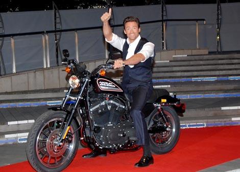 映画『ウルヴァリン:X-MEN ZERO』ジャパンプレミアにバイクに乗って登場したヒュー・ジャックマン (C)ORICON DD inc.