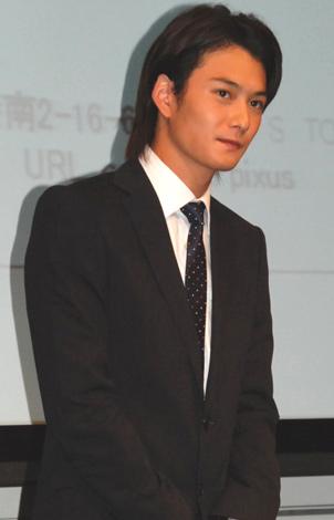 キヤノン『PIXUS』シリーズ新製品CM発表会にスーツ姿で出席した岡田将生 (C)ORICON DD inc.