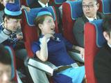 開き直って乗客席にふんぞり返る西川史子/『ボス ファーストクラス』CM