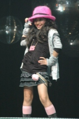 女児ドクロパーカー(1480円)、女児シャーリングパーカー(1980円)、女児ハート刺繍デニムスカート(1980円)