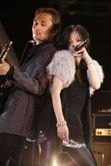 デビュー15周年ライブで共演した相川七瀬と織田哲郎