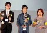 『日本ゲーム大賞2009』授賞式の様子、作品部門大賞を受賞した任天堂(左)とコナミの関係者 (C)ORICON DD inc.