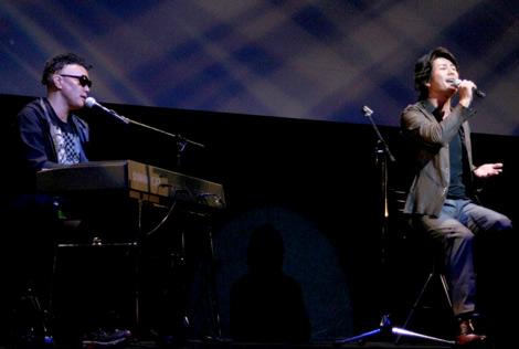 映画『引き出しの中のラブレター』完成披露試写会で歌声を披露した、Skoop On Somebody (C)ORICON DD inc.