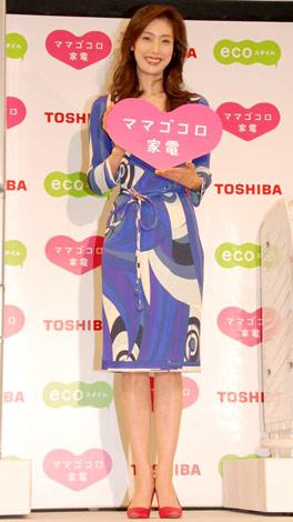 東芝の新製品発表会見に出席した、天海祐希 (C)ORICON DD inc.