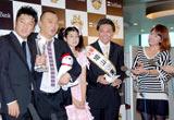 9月度『S-1バトル』王者決定会見に出席したTKO、村瀬みちゃこ、鳩山来留夫、菊池リポーター