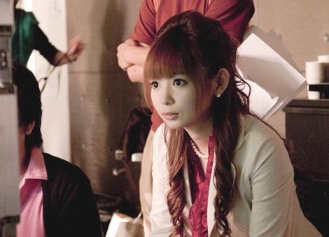 中川翔子がキャスター役で出演する『スーパーロボット大戦NEO』新CMメイキングカット