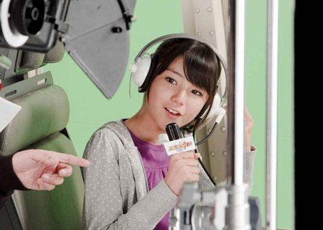 高橋胡桃がレポーター役で出演する『スーパーロボット大戦NEO』新CMメイキングカット