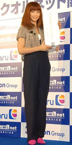 高速ワイヤレス通信サービス『エディオン クオルネット』開始記念セレモニーに参加した、安田美沙子 (C)ORICON DD inc.