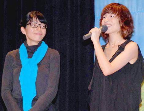 映画『アンを探して』の完成披露試写会に出席した、(左から)宮平貴子監督、監督の姉で主題歌を務めたjimama (C)ORICON DD inc.
